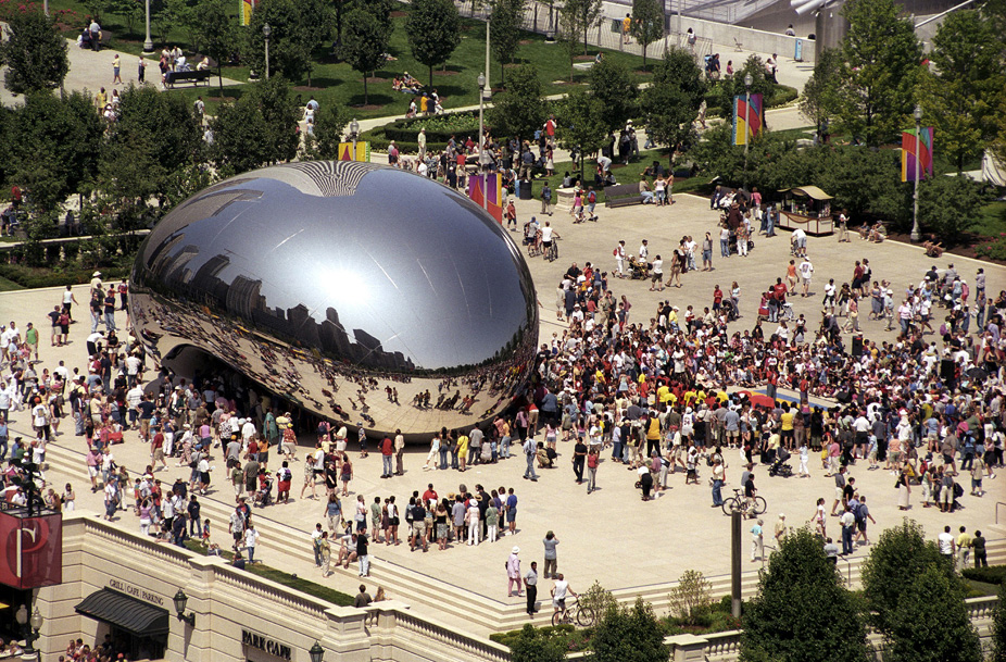 Anish Kapoor's Cloud Gate in 2004